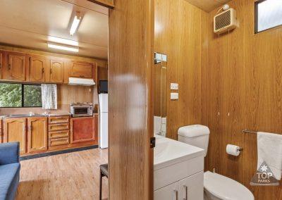 shoalhaven-caravan-village-basic-cabin-kitchen-bathroom
