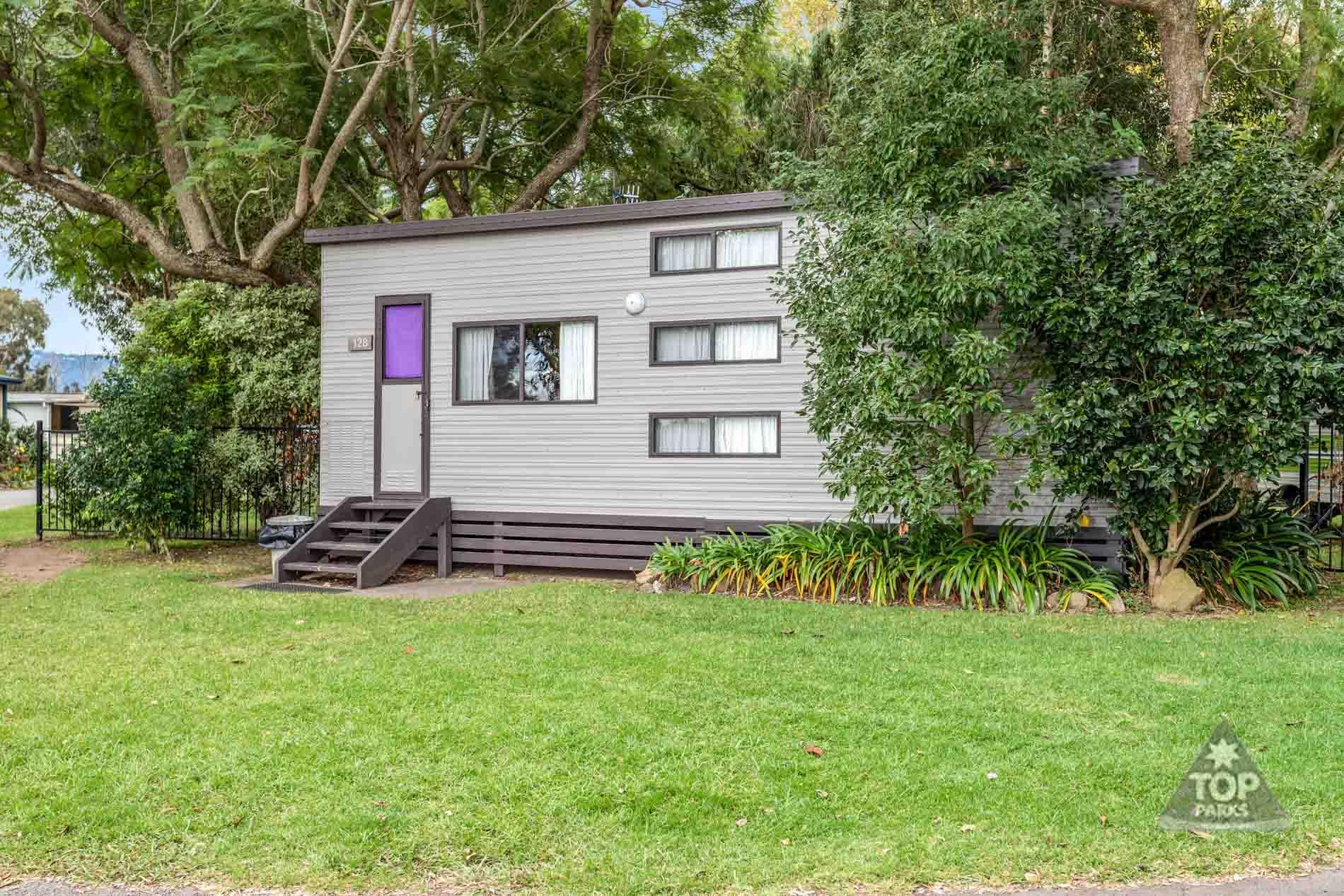 shoalhaven-caravan-village-basic-cabin-outside