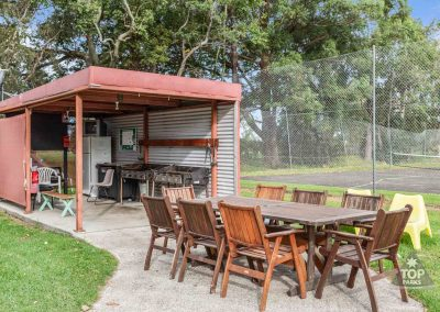 shoalhaven-caravan-village-camp-kitchen